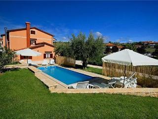 5 bedroom Villa in Vizinada, Istria, Croatia : ref 2374164 - Vizinada vacation rentals