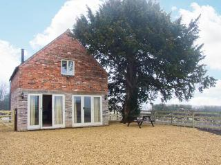 WOODSIDE BARN, detached, pet-friendly barn conversion, woodburning stove, enclosed patio, access to field, near Hulland Ward, Ref 21659 - Hulland Ward vacation rentals