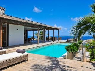 Modern Casa Tigre with inviting outdoor space, heated pool & daily housekeeping - Vitet vacation rentals