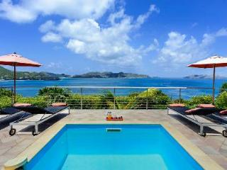 Relaxing Villa Heloa offers a terrace and incomparable ocean and sunset views - Pointe Milou vacation rentals