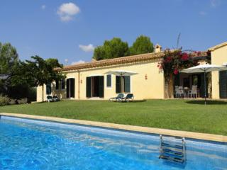 Lovely 4 bedroom Porto Cristo House with Private Outdoor Pool - Porto Cristo vacation rentals