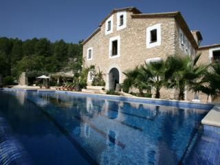 8 bedroom House with Private Outdoor Pool in Sitges - Sitges vacation rentals