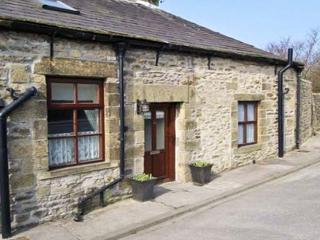 WATERSHED COTTAGE, end-terrace, stone-built, garden, pet-friendly, in Settle, Ref 22252 - Settle vacation rentals