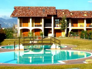 Comfortable flat, with pool, near the city of Salò - Puegnago sul Garda vacation rentals