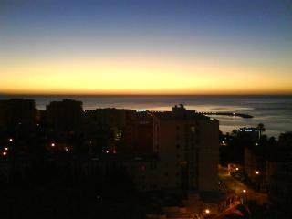 Bonito Apartamento De Playa Con Increibles Vistas! - Malaga vacation rentals