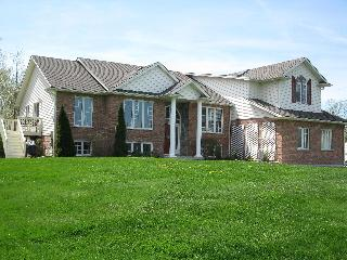 Country In The City 1 & 2 Bedroom Suite - Niagara Falls vacation rentals