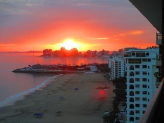 Salinas Beach Luxurious Apartment  with service. - Salinas vacation rentals