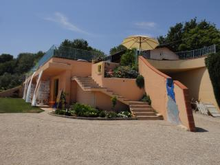 4 bedroom B&B with Internet Access in Rocca San Giovanni - Rocca San Giovanni vacation rentals