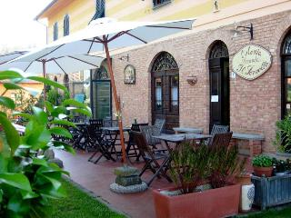 Fabulous Bed and Breakfast Near Lucca, Pisa, Pistoia and Florence - Altopascio vacation rentals