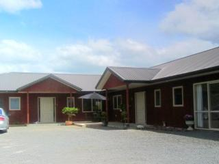Kauri Lodge - Spacious 2 bedroom Holiday Apartment - Morrinsville vacation rentals