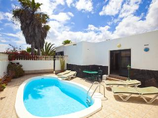 Comfortable 3 bedroom Costa Teguise Villa with DVD Player - Costa Teguise vacation rentals