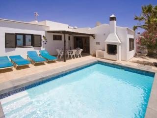 Comfortable 3 bedroom Villa in Puerto Del Carmen with Dishwasher - Puerto Del Carmen vacation rentals