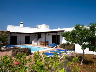 Comfortable 4 bedroom Puerto Del Carmen Villa with DVD Player - Puerto Del Carmen vacation rentals
