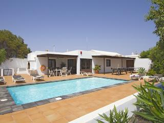 Comfortable 3 bedroom Puerto Del Carmen Villa with DVD Player - Puerto Del Carmen vacation rentals