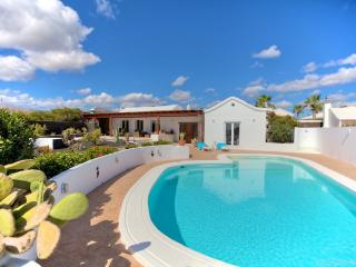 Bright 4 bedroom Vacation Rental in Puerto Del Carmen - Puerto Del Carmen vacation rentals