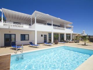Lovely 4 bedroom Villa in Puerto Calero - Puerto Calero vacation rentals