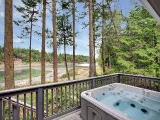 GORGEOUS WATERFRONT HOME W/HOT TUB NEAR ROCHE HARBOR! - San Juan Island vacation rentals