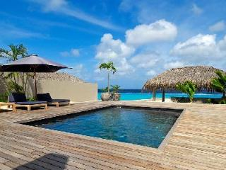 Karibuni - Modern villa with private suite on the 2nd level & ocean access right off the deck - Kralendijk vacation rentals