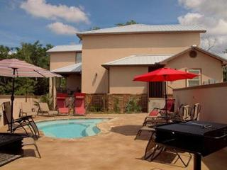 UPSCALE VILLAS! Hinman B will meet your needs on every level! - New Braunfels vacation rentals
