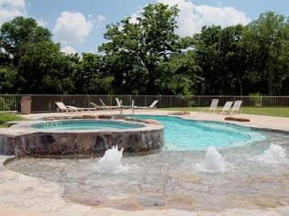 Beautiful Guadalupe River hideaway only 6 blocks from SCHLITTERBAHN and COMAL - New Braunfels vacation rentals