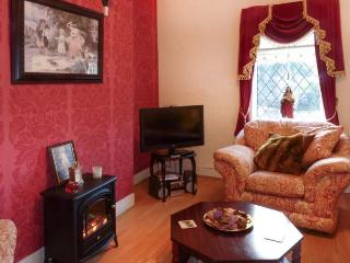 PINE TREE LODGE, single-storey, garden, open fire, ideal touring base, in Kiltimagh Ref 13760 - Kiltimagh vacation rentals
