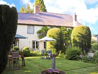 THE WILLOWS, character cottage, pet-friendly, open fire, garden in Bucknell, Ref 22795 - Bucknell vacation rentals