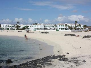 CHARMING APARTMENT DIRECTLY ON THE BEACH SAND - El Cotillo vacation rentals