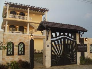 Oceanview Villa, 5x1 Bdrm Apts, Beach, Housekeeper - Da Nang vacation rentals