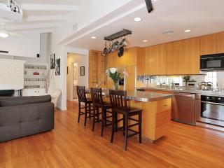 Beautiful Hollywood Hills Retreat with Spa & BBQ - Los Angeles vacation rentals