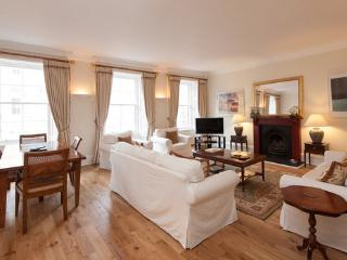 Parliament Sq 5, Royal Mile, 300 metres from Edinb - Edinburgh vacation rentals