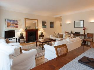 Parliament Sq 5, Royal Mile, 300 metres from Edinb - Edinburgh vacation rentals