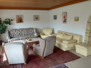 Vacation Apartment in Steinau an der Strasse - 1044 sqft, sunny, spacious, top-floor, Wi-Fi (# 3670) - Steinau an der Strasse vacation rentals