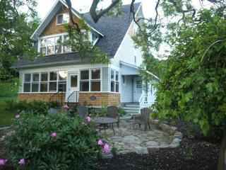 """Dorothy's Lodge"" on the Rideau - Rideau Lakes vacation rentals"
