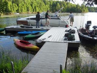 """4 Season """"Bay View"""" Benson Lake - Rideau Lakes vacation rentals"""