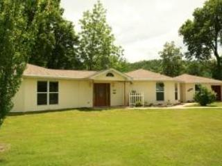 Comfortable 4 bedroom Norfork House with Deck - Norfork vacation rentals