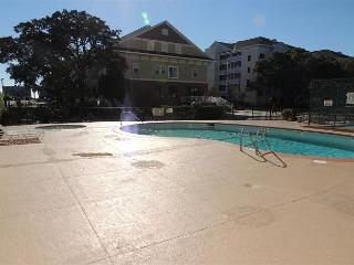 Fantastic Holiday Towers Rental with Pool and Steps from Beach - Myrtle SC - Myrtle Beach - Grand Strand Area vacation rentals