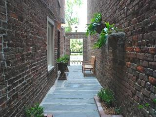 Pulaski Square Retreat of Pulaski Square SVR 00229 - Savannah vacation rentals
