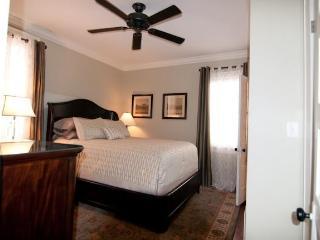 Six Pence Flat on Chippewa Square SVR00336 - Savannah vacation rentals