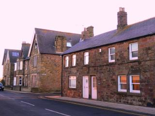 Puffin Cottage in Alnmouth - Just 50 yards from the beach & dog friendly! - Northumberland vacation rentals