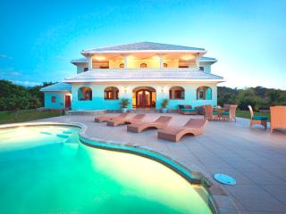 Casa Vista Verde, Award Winning Beachfront Villa! - Roatan vacation rentals