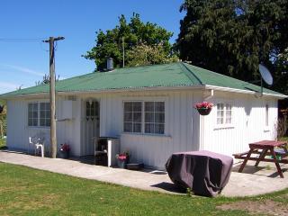 Kaikoura Farm Cottage - FREE entry to Farm Park - Canterbury vacation rentals
