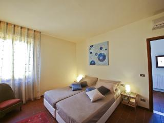 Bright Condo with Internet Access and A/C - Florence vacation rentals