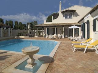 Lovely 3bd villa at Boavista golf camp,nice garden - Lagos vacation rentals