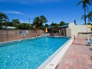 Sun Plaza West: 2BR Condo w/Tennis Courts near Beach - Holmes Beach vacation rentals