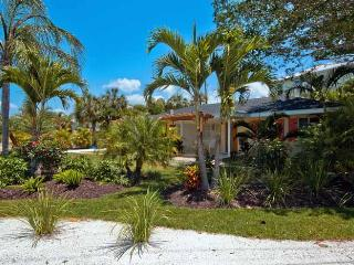 """New Heron: 2BR """"Perfect Spot"""" a Block from Beach - Holmes Beach vacation rentals"""