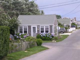 Charming 2 bedroom Siasconset House with Deck - Siasconset vacation rentals