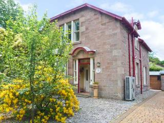 DUART, detached stone house, two woodburners, lawned gardens, in Strathpeffer, Ref 16305 - Ross and Cromarty vacation rentals