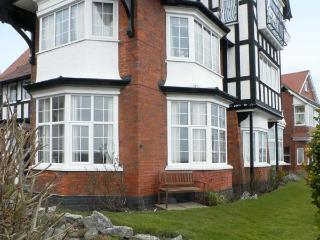 WOODCROFT COURT, seaside location, off road parking, shared garden in Bridlington, Ref 20913 - Filey vacation rentals