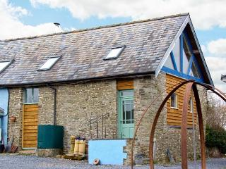BLUE BARN COTTAGE, pet-friendly romantic retreat in Churchstoke, Ref 22797 - Mid Wales vacation rentals