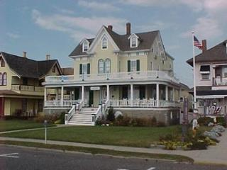 2 bedroom Apartment with Deck in Cape May - Cape May vacation rentals